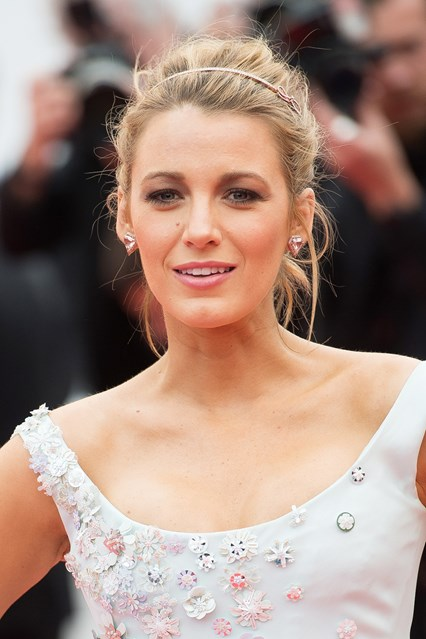 blake-lively-4-vogue-18may16-getty_426x639