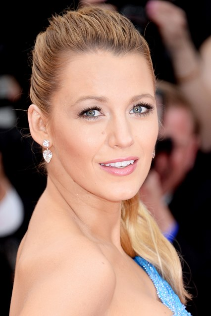 blake-lively-beauty-2-vogue-16may16-getty_b_426x639