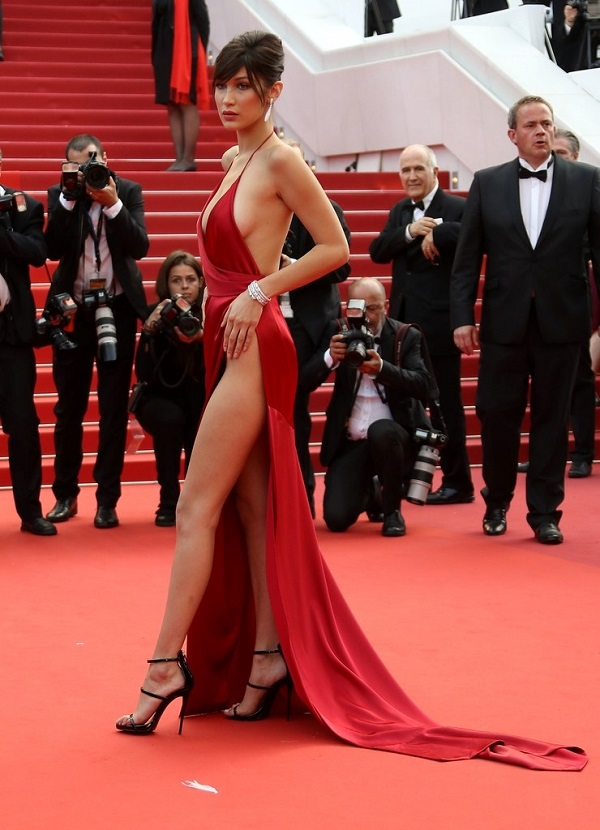 Red hot. That's all I can say about Bella Hadid's dress. Hellen Mirren is a dame! Jourdan Dunn in Ralph and Russo Natasha Polly in Prada Kendall Jenner in Cavalli Couture Ana de Armas Misha Barton
