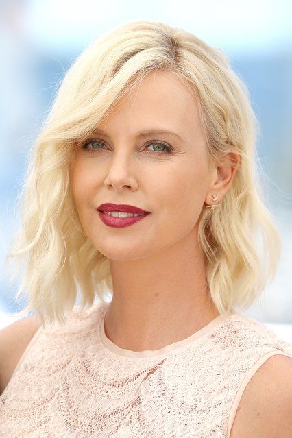 charlize-theron-beauty-vogue-20may16-getty_b_426x639