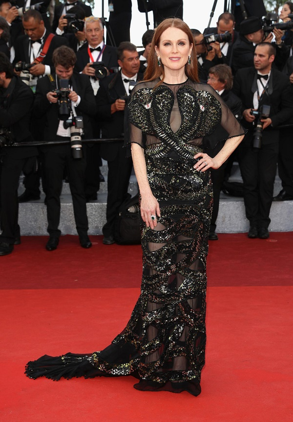 julianne-moore-in-givenchy-couture-at-cafe-society-premiere-at-2016-cannes-film-festival-1