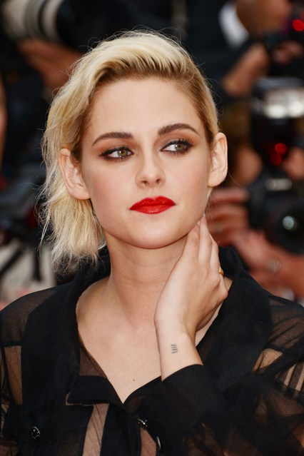 kristen-stewart-beauty-cannes-12may16-pa_426x639