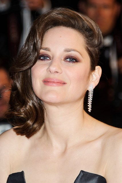 marion-cotillard-beauty-vogue-20may16-rex_b_426x639