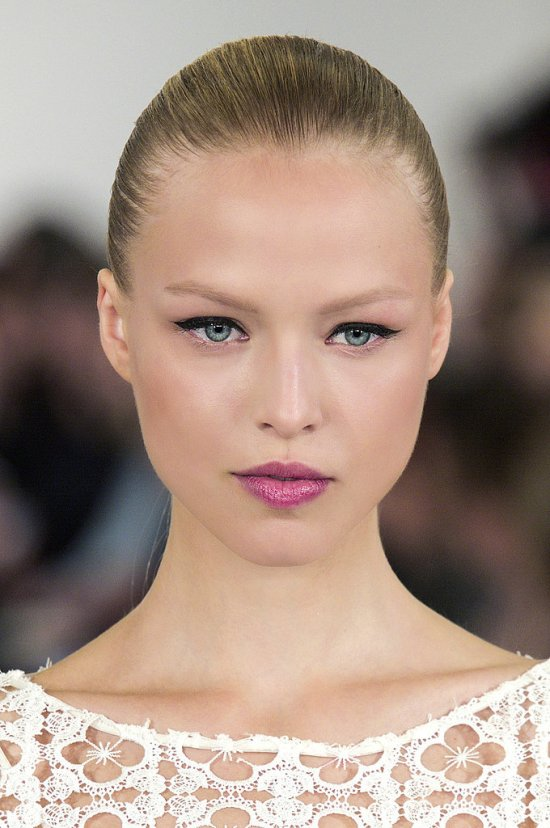 wearing-lip-liner